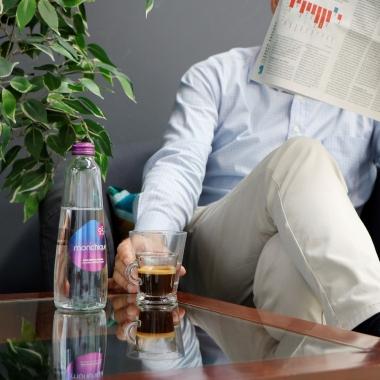 Homem com jornal